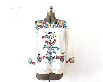 ON SALE 70s Boho Tunic / 1970s Floral Embroidered Mexican Tunic
