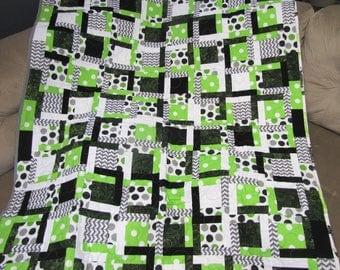 Green and Black Giraffe Baby Quilt