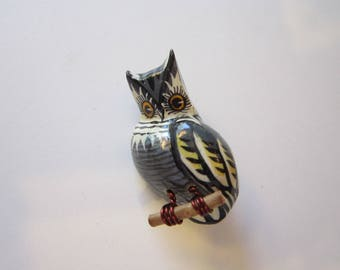 vintage wooden OWL brooch - Takahashi style - lacquered owl brooch, wire feet on branch