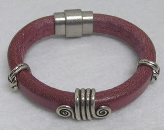 Regaliz Leather Bracelet ~ Purple ~ 7 1/4""