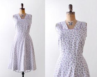 40 purple flower dress. m. 1940's feedsack dress. white. lavender sundress. floral print.