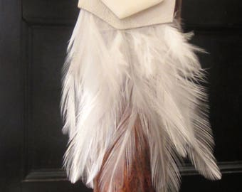 White feather and leather collier style dream catcher / Collier blanc style attrape rêve en cuir et plume