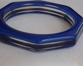 Vintage bracelet, lucite bangle bracelet,  blue stripes bracelet, 1960s boho bracelet, 8 inch bangle, vintage jewelry, jewellery