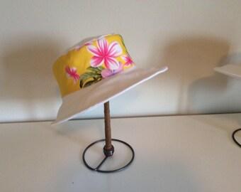 Sunhat / garden hat with Hawaiian fabric yellow print brim
