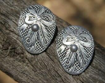 Textured Feather Bow Silver Tone Oval Clip On Earrings, Southwestern Jewelry, Western Wear, Vintage, Lightweight Earrings, Costume Jewelry
