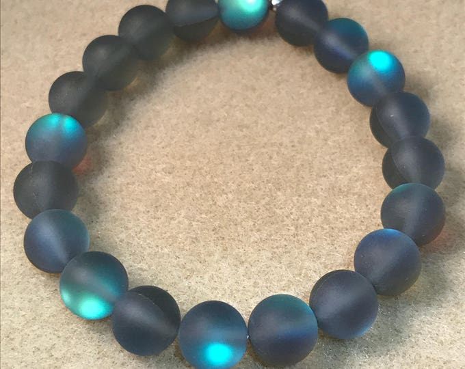 Grey Aurora Borealis Glass Bracelet, Frosted Glass Bracelet, Matte Glass Bracelet, Iridescent Beaded Bracelet, Stretch Bracelet, Mystic Aura