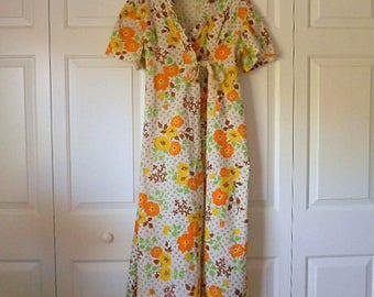 ON SALE.........Vintage Retro 70's floral maxi length Robe