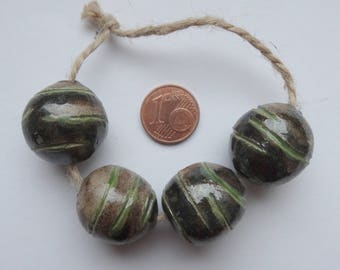 Immensity of the sea -- 4 ceramic beads in brown and green colours