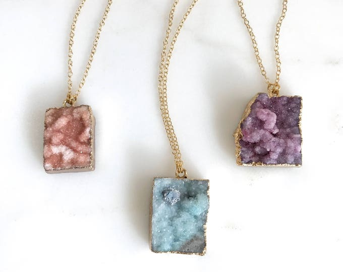 Raw Crystal Druzy Necklace. Geode Necklace. Druzy Jewelry. Stone Necklace. Peach Blue Purple Gold Necklace.  Chunky Necklace. Gift.