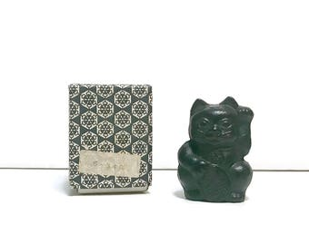 Vintage Japanese Cast Iron nambu tekki Maneki Neko paperweight figurine made in Japan in original box