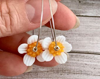 White Glass Lampwork Earrings - chamomile flower Earrings - Botanical Jewelry - Nature Garden Inspired - Gift for here - Glass Earrings