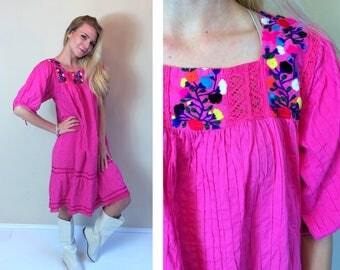vtg 70s pink EMBROIDERED MEXICAN crochet lace DRESS Medium/Large pinpleat ethnic Oaxacan boho hippie folk festival