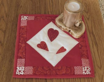 Quilted Candle Mat, Mug Rug, Coaster, Valentines Quilt, Heart Candle Mat, Table Topper, Mini Quilt, Snack Mat, Valentine's Day Decor