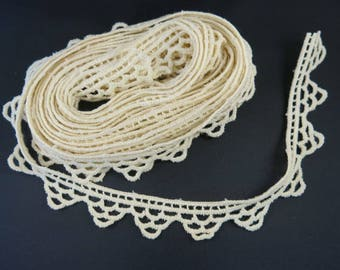 Old Cream Lace Edge Trim Deep Scallops 1 Inch Wide by 2 Yards Home Decor Costuming Sewing 857b