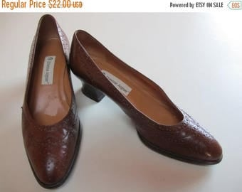 1/2 Off SALE Vintage Womens Heels,  Wing Tip Shoes,  70s  Brown Leather  Heels, Etienne Aigner, Size 7 1/2