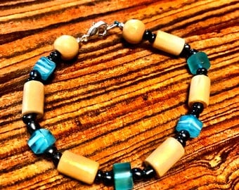 Blue and tan beaded bracelet
