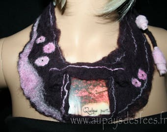 Bib necklace in Burgundy and pink