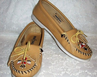 Vintage Ladies Tan Beaded Leather Loafers Slip On Moccasins by Minnetonka Size 7 Only 14 USD