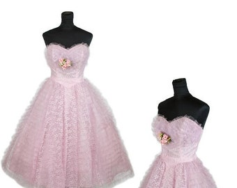 ON SALE 1950s Dress // Lilac Lace and Tulle Strapless Full Skirt Cupcake Party Dress