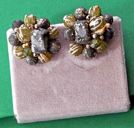 Vintage 1950s HONG KONG in Shades Of GRAY Beads and Seed Beads Cluster Beaded Earrings Wire Connected Clip-On Excellent Condition
