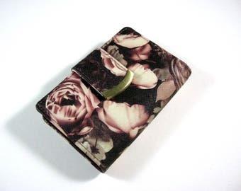 Womens bi-fold wallet clutch / floral print faux leather w/ kiss lock coin purse