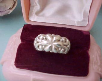Pretty Vintage Sterling Silver Ring with Open Work Floral Design