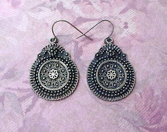 Pretty Pair of Bohemian Look Dangling Earrings