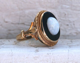 Beautiful Antique 18K Yellow Gold Onyx and Opal Ring Engagement Ring.