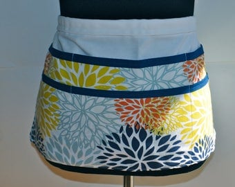 Navy Utility Apron, Vendor Apron, Teacher Apron, craft fair vendor Apron, Navy and yellowapron, blue flower apron, blue and white aapron