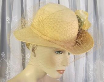 Vintage 70's beige felt Bretmar hat