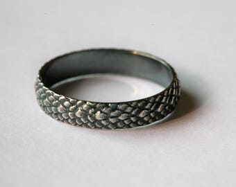 Sterling Silver Snake Skin Pattern Ring in Antique Silver Finish