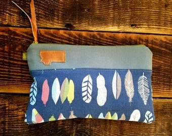 Canvas clutch/Navy with multicolor feathers print/Gray canvas/Caramel vegan leather details/Green zipper