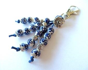 Delfts blue keychain. Flower keychain. Dutch flower keychain. Holland keychain. Perfect Dutch gift. Dutch keychain.