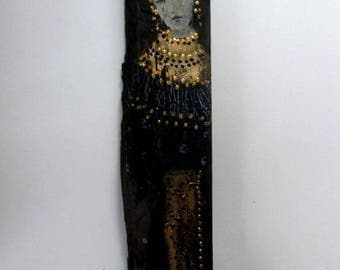 Statuette on painted ebony, mysterious woman in black and gold.