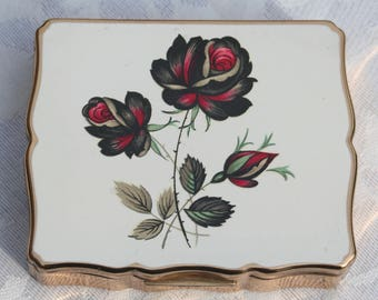 RESERVED On LAYAWAY PLAN  Payment No. 2 of 3 Beautiful 1950s Musical Stratton Vintage Powder Compact with Red Rose Design