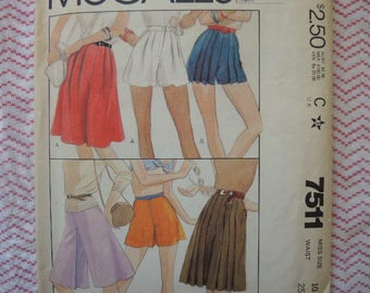 vintage 1980s McCalls sewing pattern 7511 misses culottes or shorts size 10