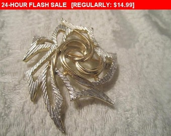 Sarah Coventry Goldtone silvertone brooch, vintage pin brooch, estate jewelry