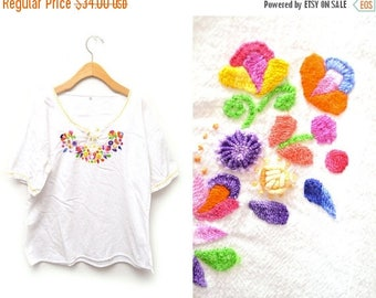 ON SALE 70s Embroidered Floral Peasant Blouse Women's Large
