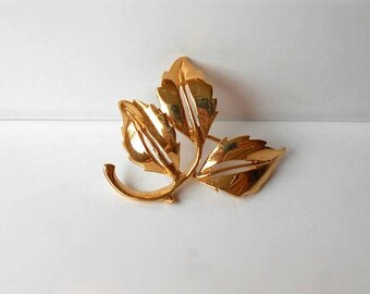 Vintage © D'ORLAN Brooch Pin Gold Tone leaves Signed