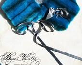Col écharpe en fourrure bleu turquoise, noeuds en ruban gris