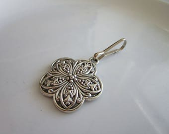 Silver tone carved flower daisy charm for zipper pull jackets purses - flower zipper pull - flower charm zipper pull - daisy zipper pulls