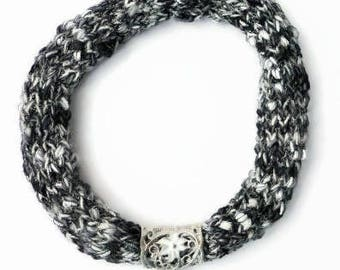 Black and white scarf necklace, yarn necklace, black knitted jewellery, scarf jewelry, handmade circle scarf, black white knit necklace