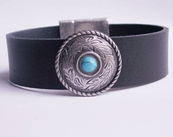 "Black leather bracelet ""Round Concho with turquoise stone"""