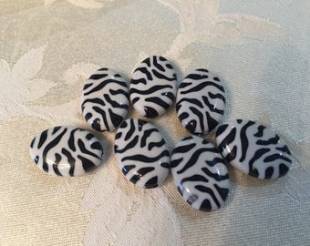 Zebra striped beads ! Resin beads black and white