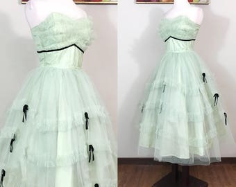 Vintage 1950s Dress / 50s prom dress / Mint green / Pastel / Cupcake / Black velvet