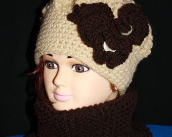 Brown and beige beret and closed collar set