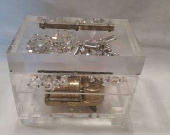 Vintage Lucite Acrylic Music Jewelry Box. Clear Lucite Trinket Music Box. Lucite Music Box Made in Japan. Raindrops Keep Falling on my Head
