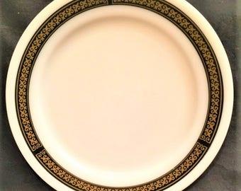 "Pyrex Tableware Ebony 10"" dinner plate"