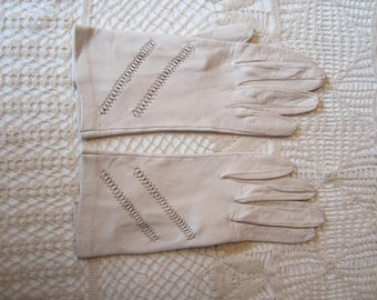 Vintage Ivory Leather  Ladies Gloves Original Package  6 1/2 Italy