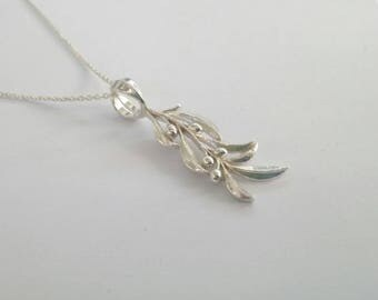 Solid sterling silver 925 Olive branch pendant with chain